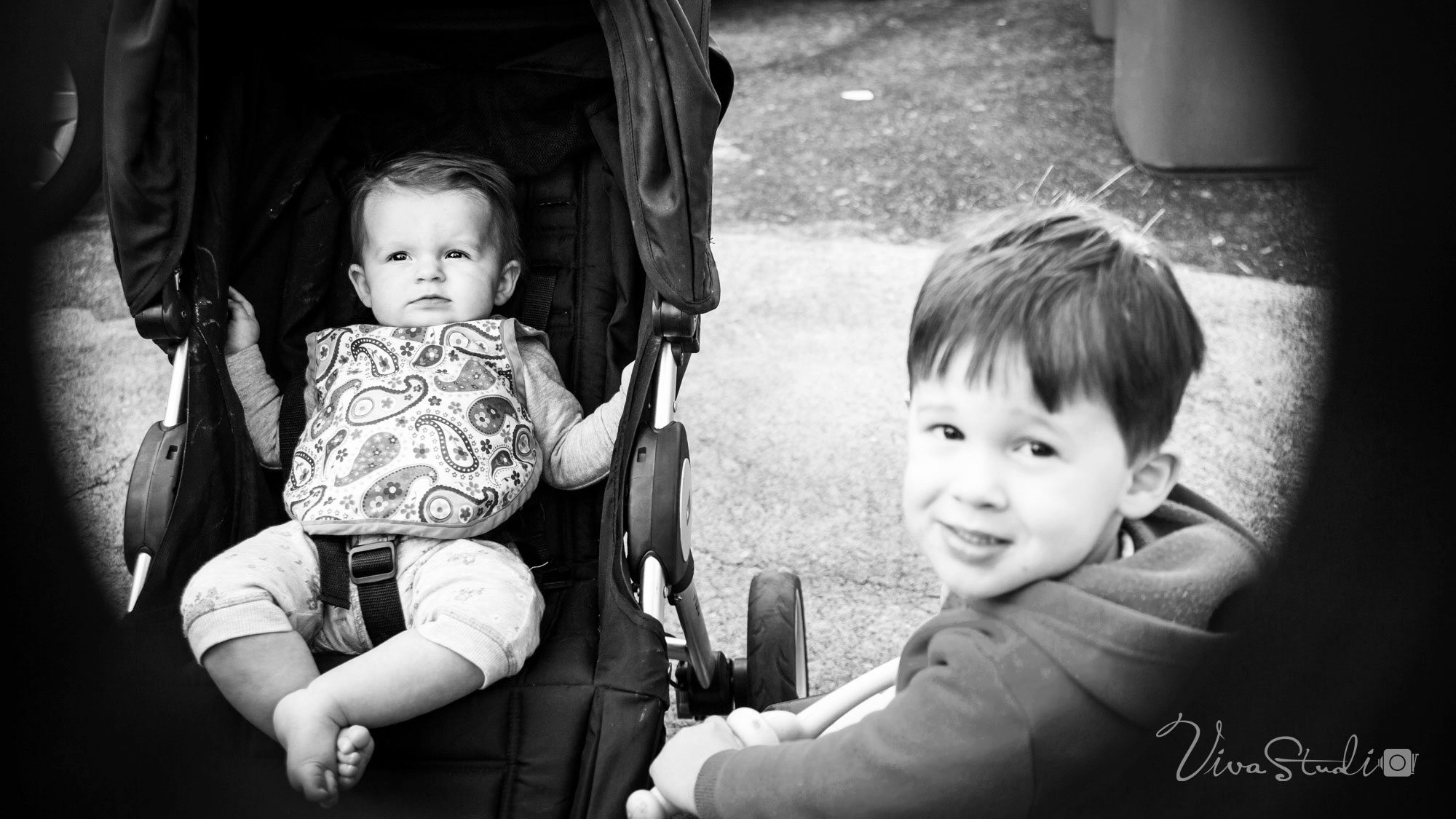 VivaStudio_Baby_Brother_Sister_snap_Photography_Portrait_Brisbane_01